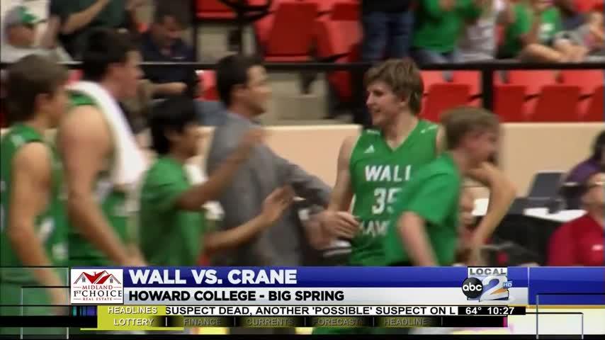 Wall Squeaks Past Crane_00783125