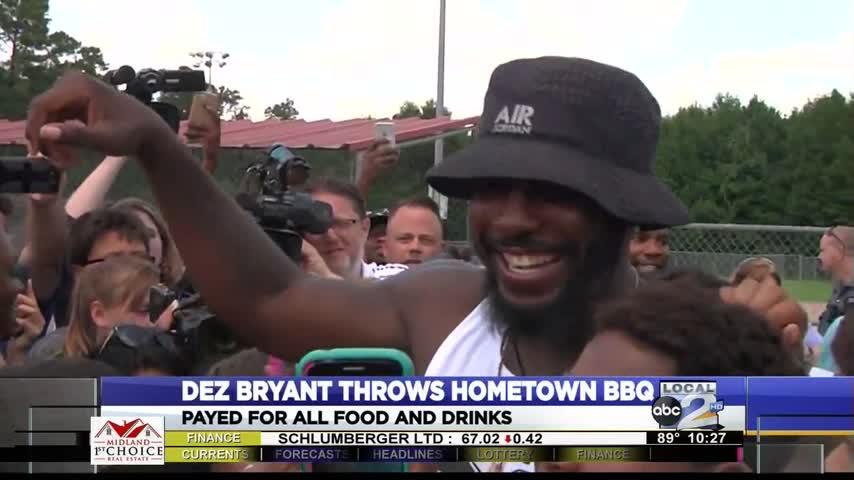 Dez Bryant Throws Hometown BBQ_34844624