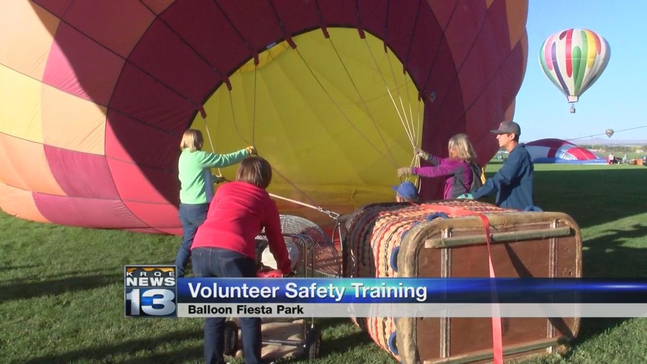 Volunteers_prep_for_Balloon_Fiesta_with__0_20180909234822-846624080