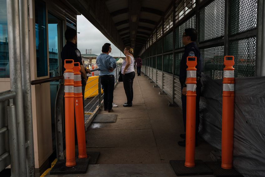 Border_bridge_barrier_1_VGC_TT_1538396763684.jpg