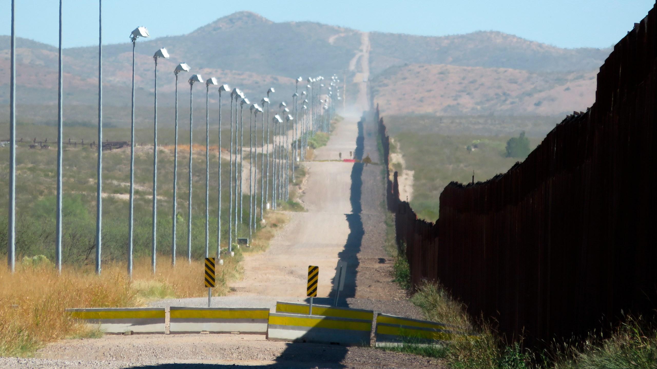 Mexico_Border_Wall-Images_88386-159532.jpg80147316