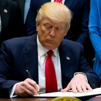 President Trump signing an executive order-159532.jpg84960344