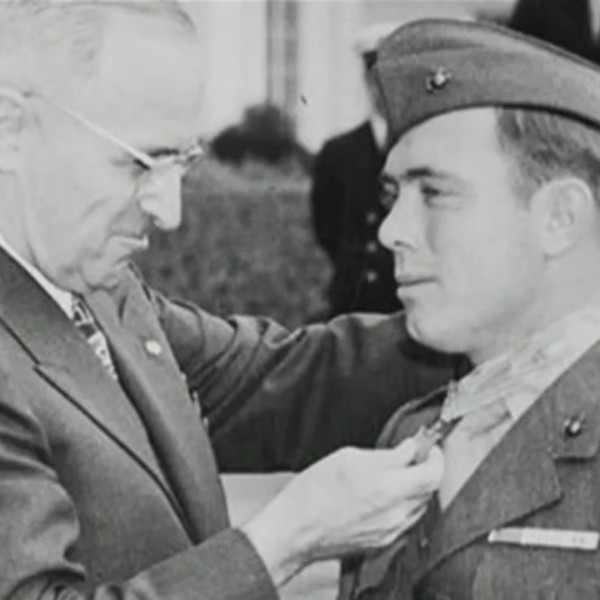 Medal_of_Honor_Recipient_Visits_the_Basi_9_20190425033349