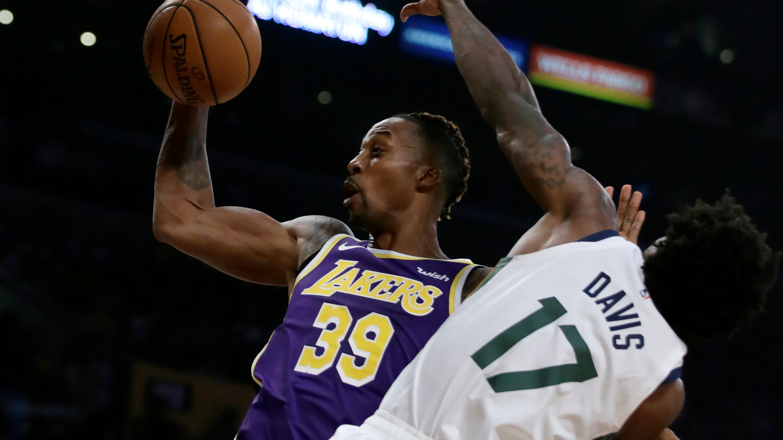Lebron Scores 32 Ad Adds 21 In Lakers 95 86 Win Over Jazz
