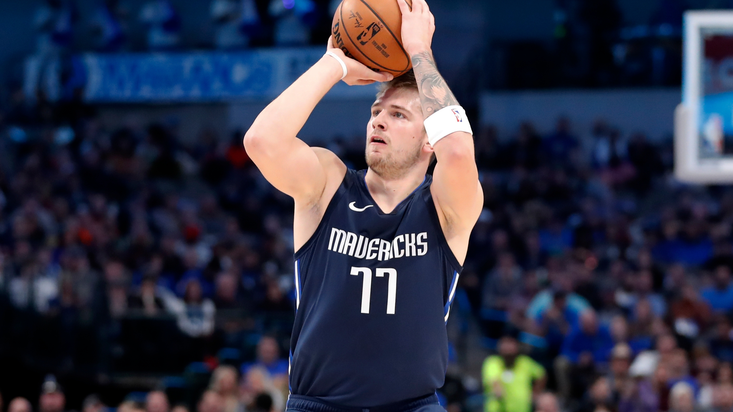 Doncic rolls with Nowitzki watching, Mavs rout Cavs 143-101 ...