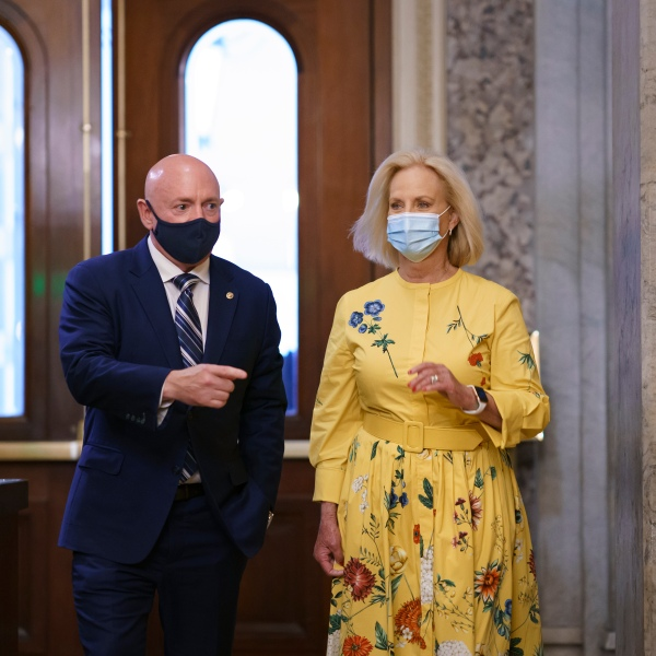 Mark Kelly, Cindy McCain